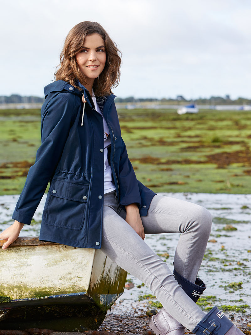 Lässiger Barbour-Sommerparka in Navy Bild 2
