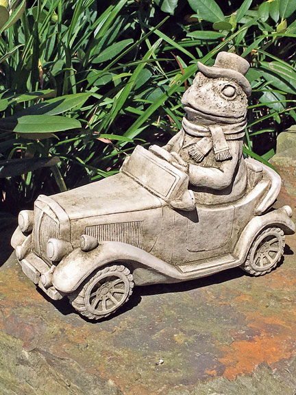 Steinfigur 'Mr. Toad in his car'